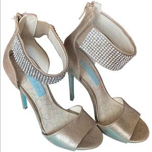 Betsey Johnson Unite Metallic Metal Pumps